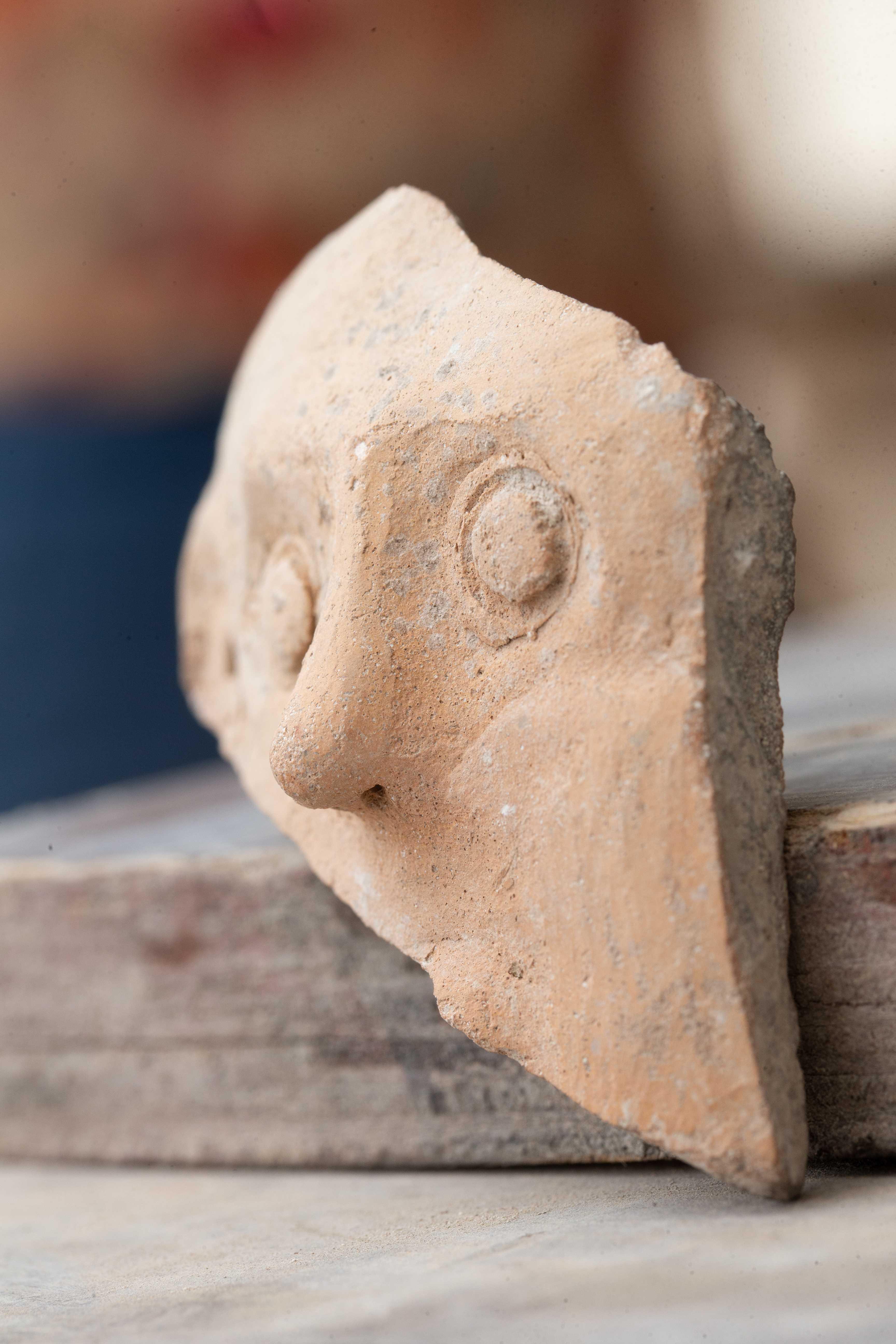 4-5 век до н.э. Изображение лица, впервые найденное в Иерусалиме. Фото: Илияху Янай. Город Давида.