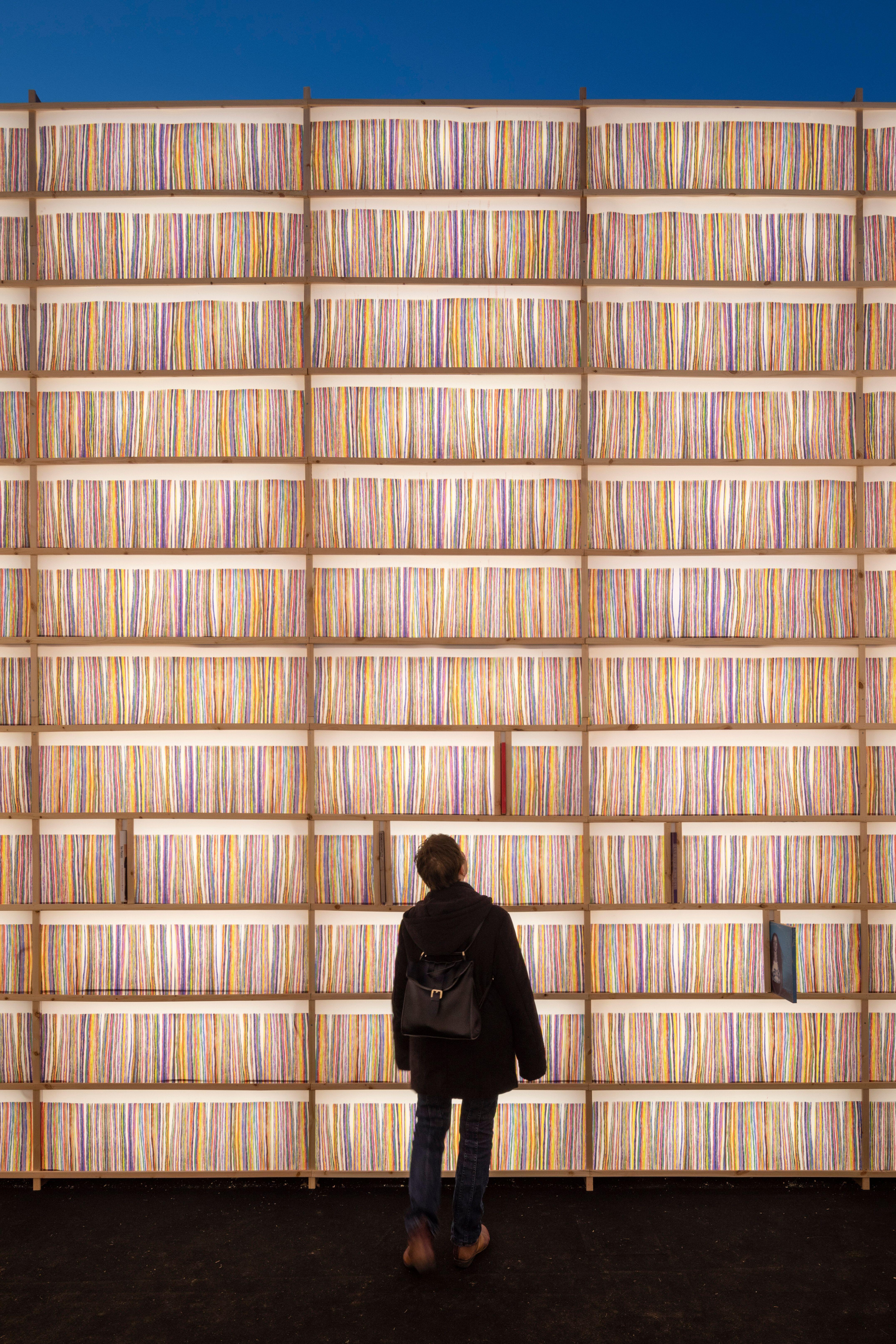 Евровидение 2019. Библиотека винила в порту Тель-Авива. Фото: Таль Нисим