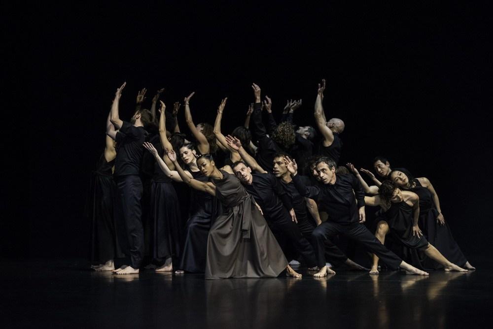 «Continu» сцена из спектакля. Фото: Себастьян Болеш