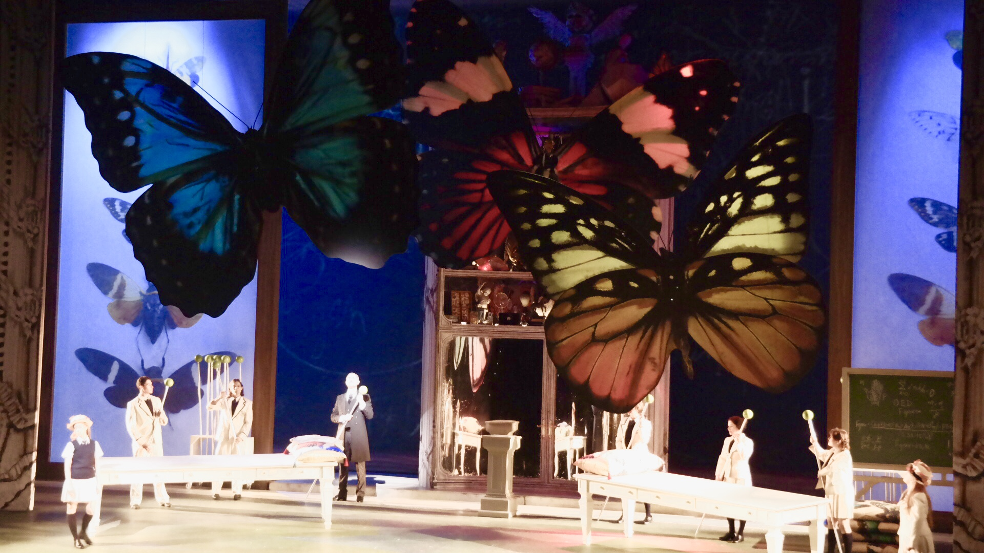 Моцарт «Так поступают все женщины». Сцена из спектакля. Фото Елены Шафран