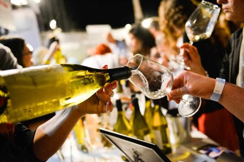 Белое вино. Фестиваль в Герцлии. Фото: Том Гиц