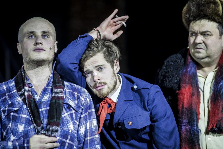Гоголь-Центр. Сцена из спектакля «Кому на Руси жить хорошо». Фото: Ира Полярная. Предоставлено проектом M.ART