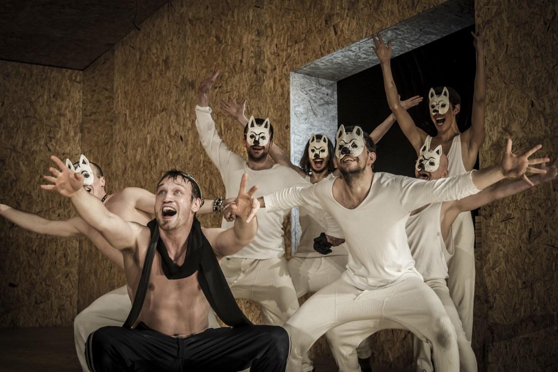 Гоголь-Центр. Сцена из спектакля «Мертвые души». Фото: Ира Полярная. Предоставлено проектом M.ART
