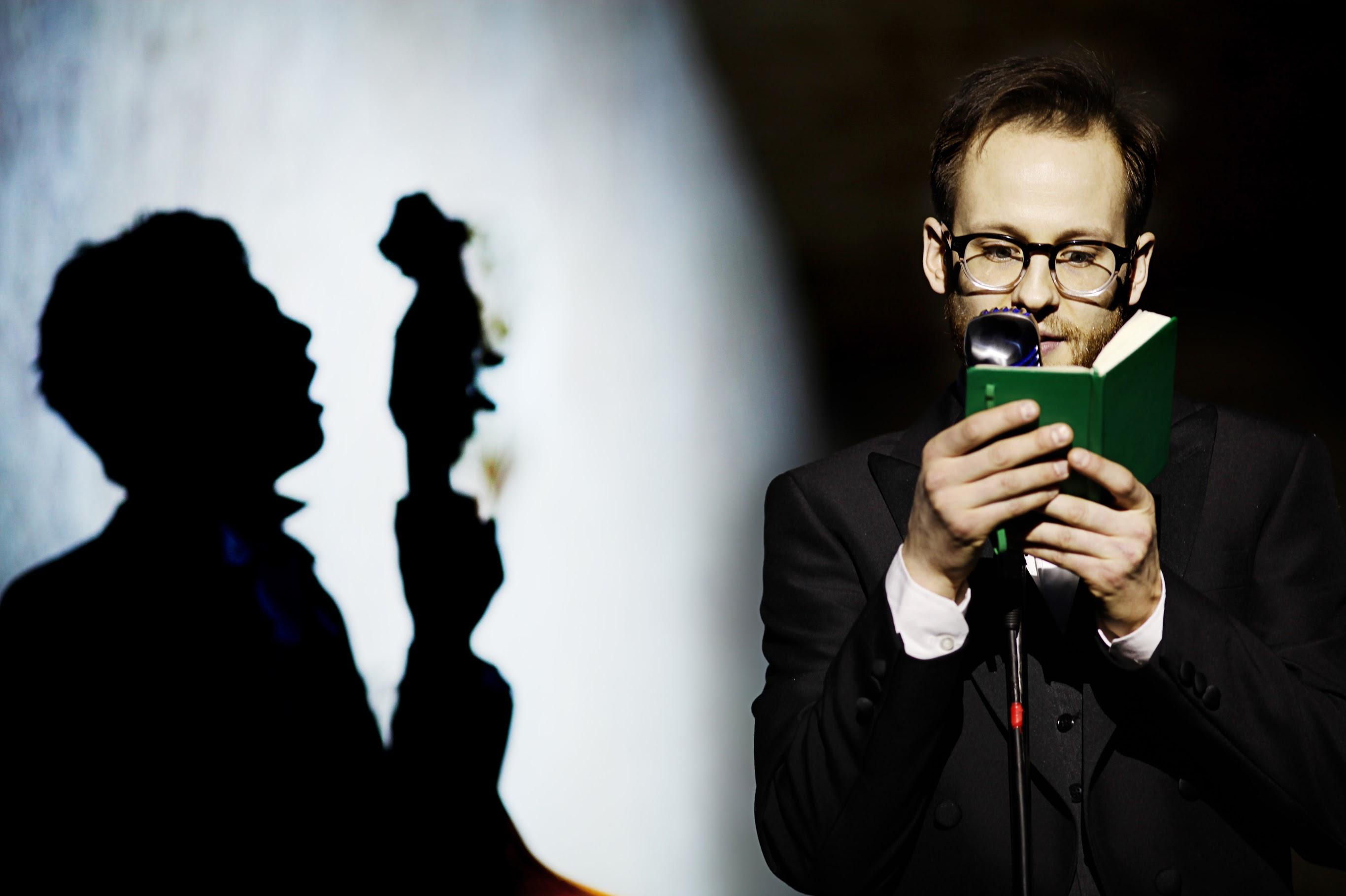 Гоголь-Центр. Сцена из спектакля «Мертвые души». Фото: Алекс Йоси