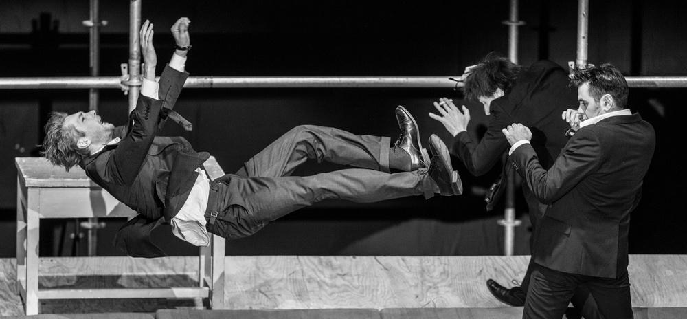 """M.ART. Спектакль """"Пьяные"""" (БДТ). Фото © Стас Левшин"""