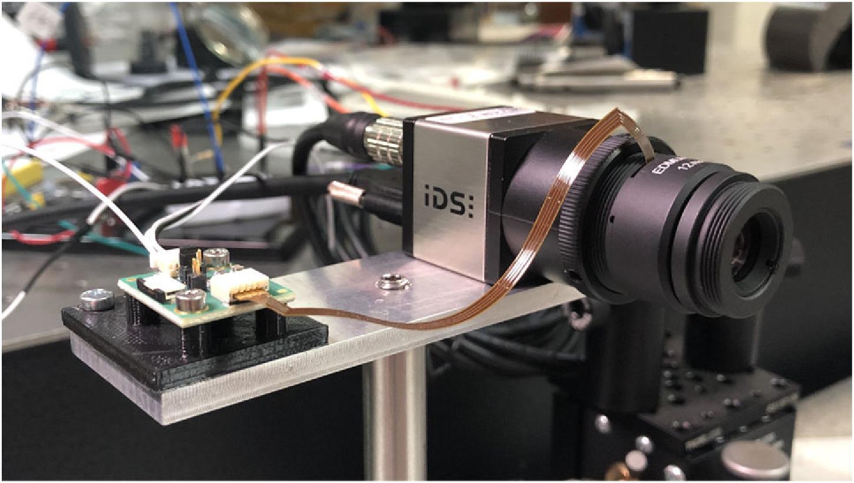 Революционная технология: в процессе эксперимента микроконтроллер синхронизирует изменение фокуса с экспозицией кадра с помощью сигнала вспышки камеры. Фото: OSA