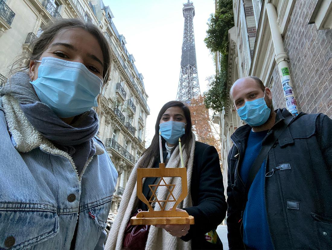 СОХНУТ: первая свеча в Париже. Фото предоставлено Еврейским агентством