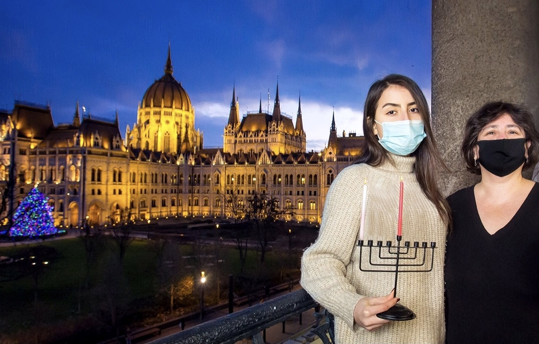 СОХНУТ: первая свеча в Будапеште. Фото предоставлено Еврейским агентством