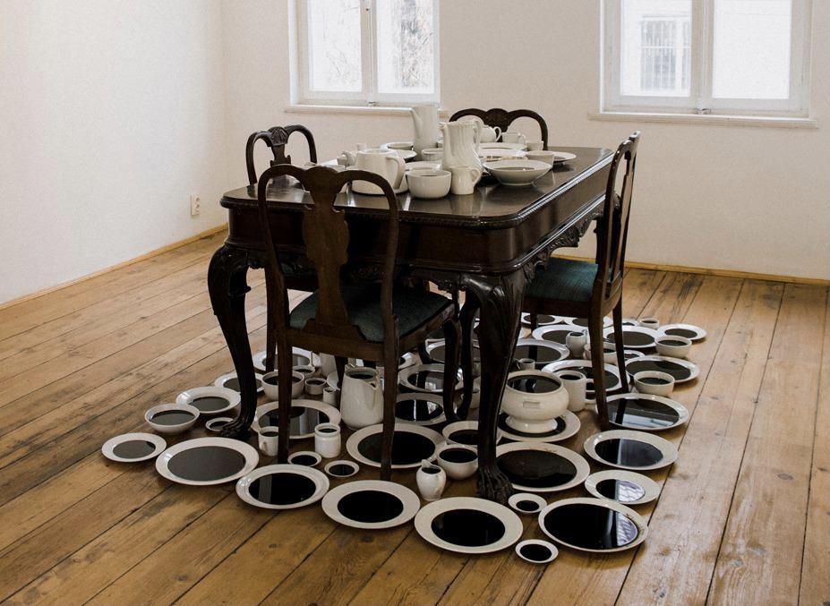 Хайфа и Сан-Франциско: Инсталляция «Черное молоко» Белу-Симона Файнару в художественном музее Хайфы